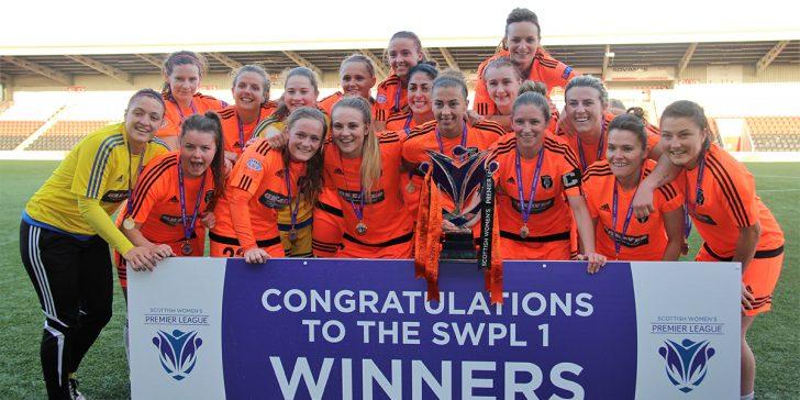 Glasgow City firar ligatiteln 2016. Portabla Media är sponsor för Hayley Lauder, tvåa från vänster i övre raden. (foto: Glasgow City)